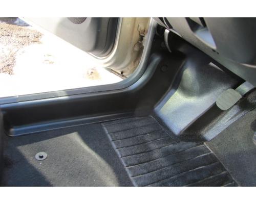 Накладки на ковролин передние Yuago АртФорм для Renault Duster 2012-2015