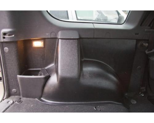 Накладки ковролина на заднюю арочную нишу Yuago АртФорм для Lada Largus 5-местный