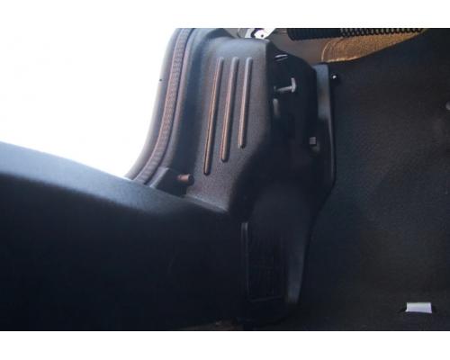 Внутренняя обшивка задних фонарей Yuago АртФорм для Renault Logan 2014-